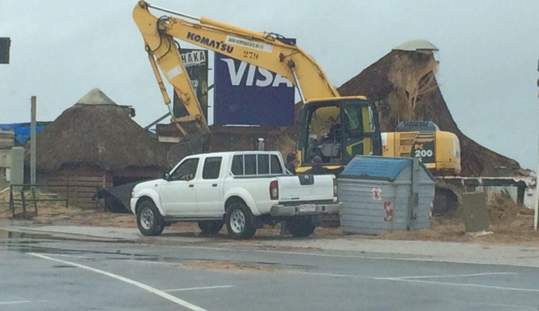 Con la demolición de paradores se recupera el espacio costero.